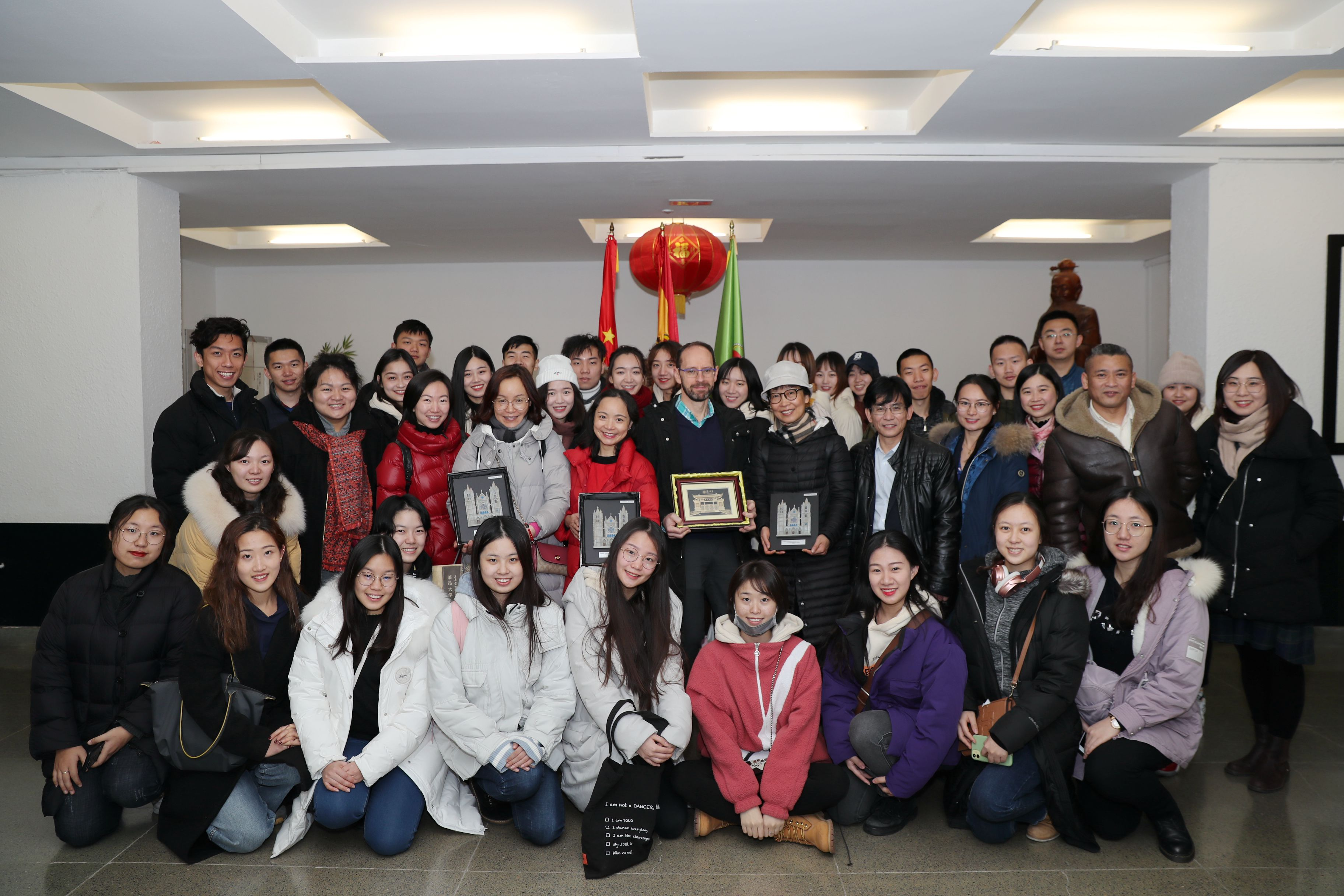 Visita del grupo artístico de la Universidad de Fudan China - imagen 2